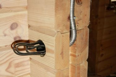 Негорючая гофра для кабеля в деревянном доме